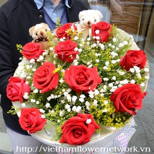 bouquet of red roses for women