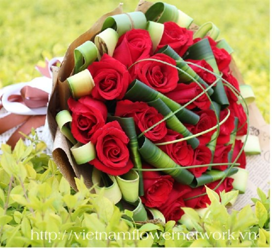 send Bouquet of red roses for Valentines day in Vietnam